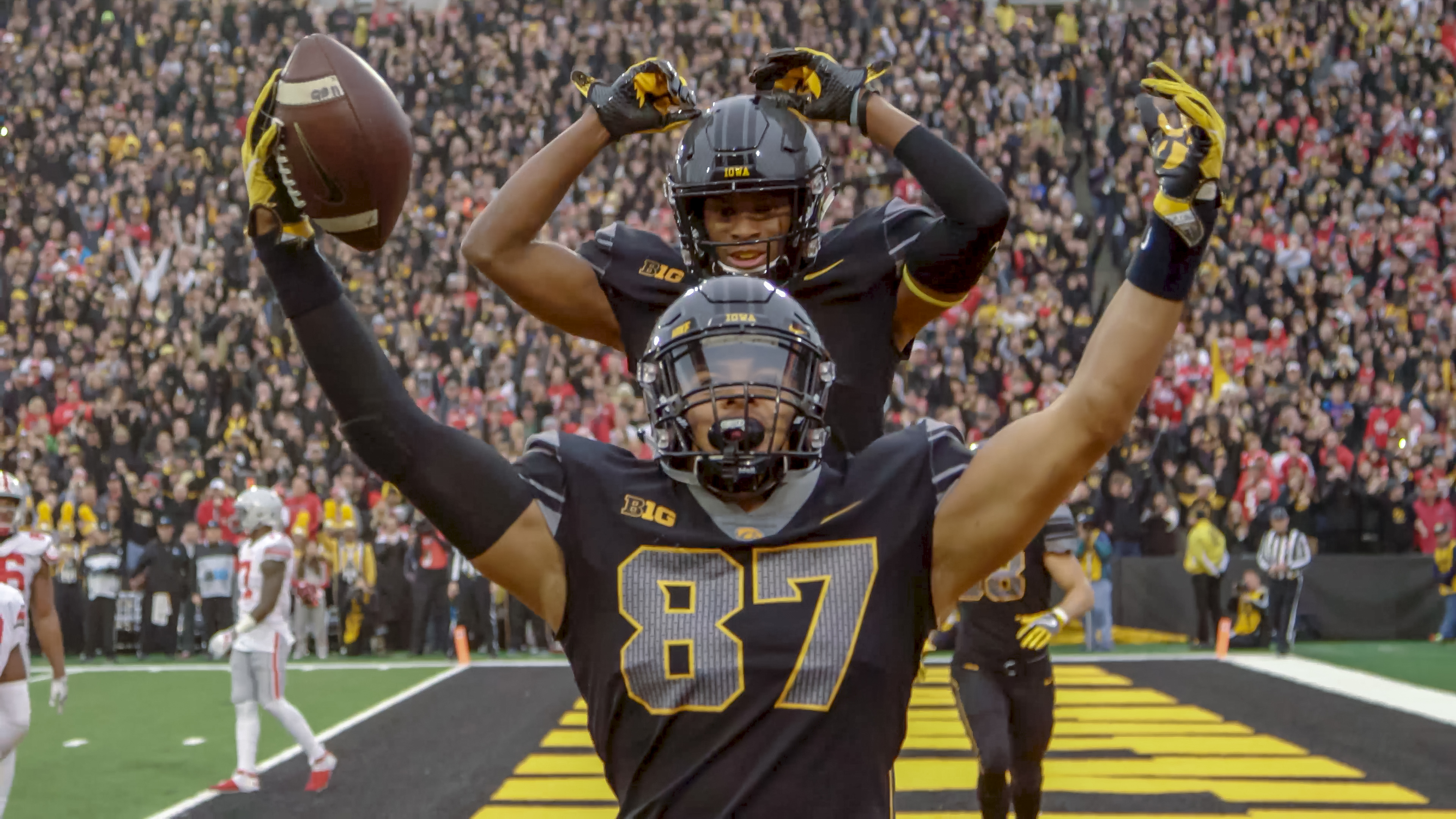 noah fant celebrates a touchdown with a teammate