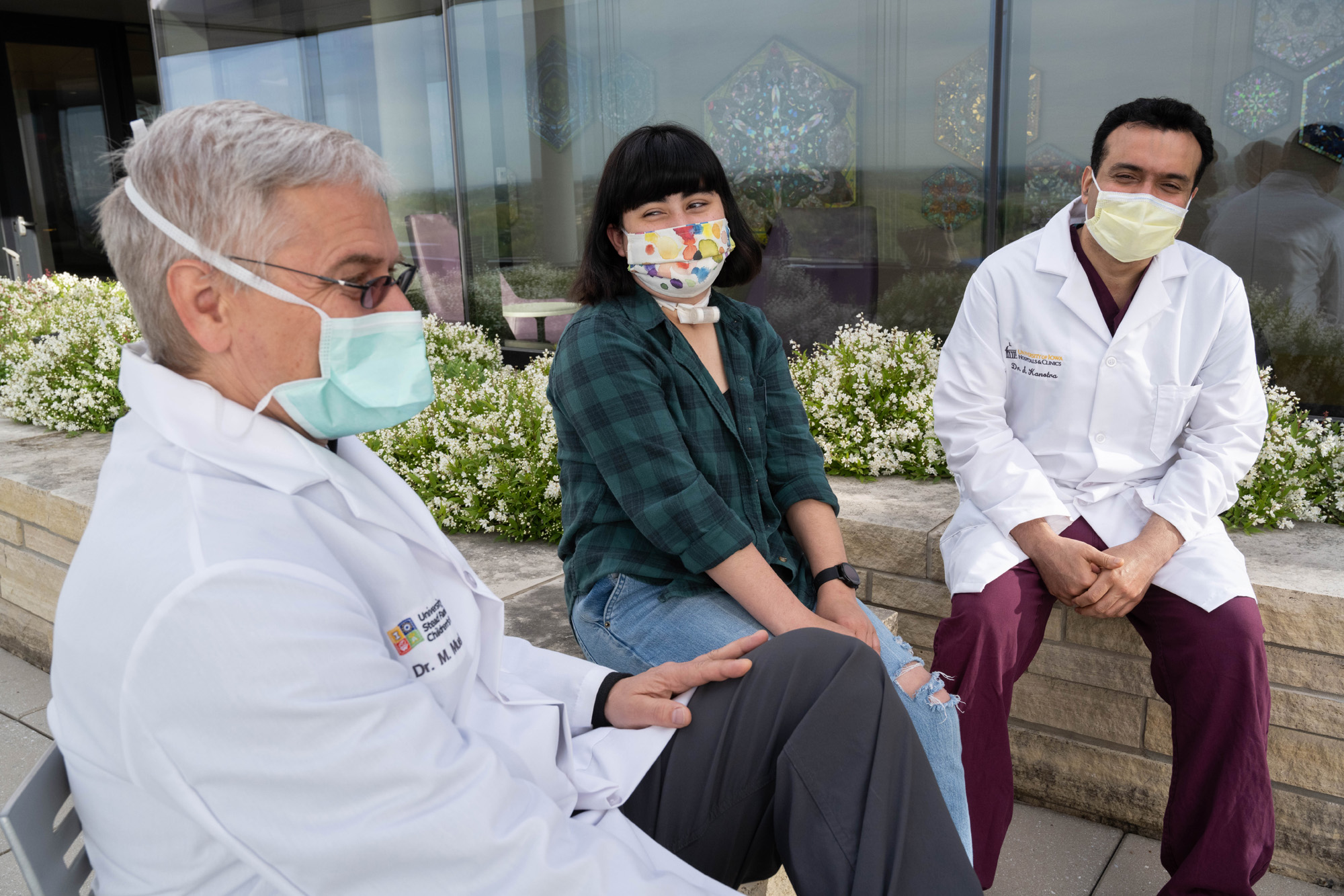 Nina Alvarez wih otolaryngologist Sohit Kanotra (right) and anesthesiologist Martin Mueller (left)