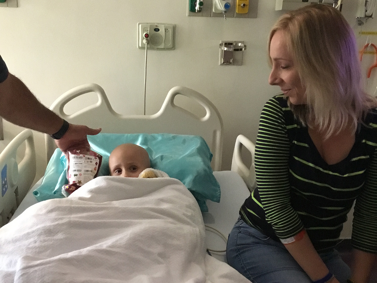 Alivia Linnekin with her mom, Denise, during her transplant stay
