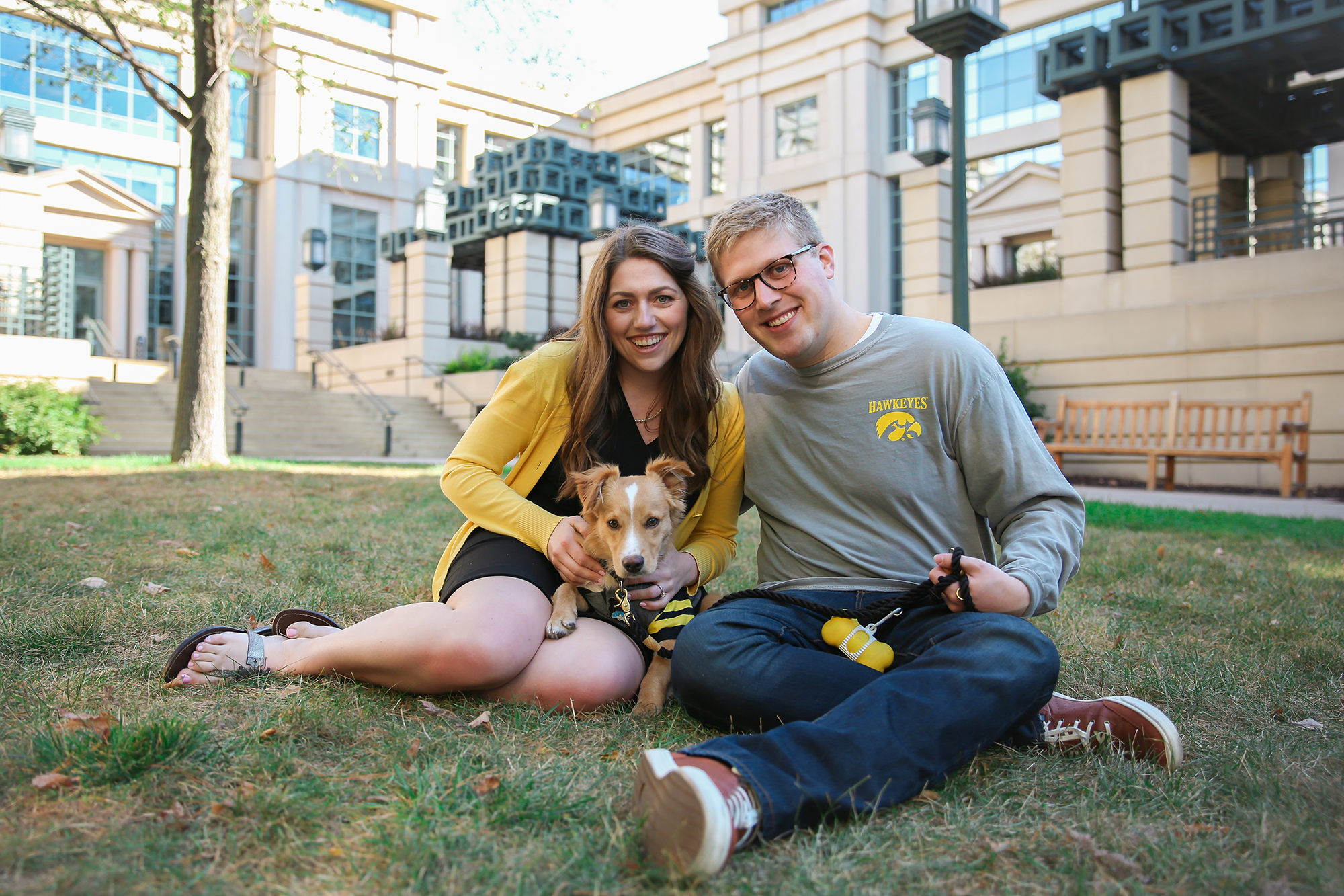 university of iowa alumni with their dog on the ui campus