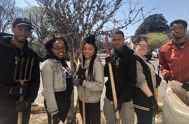 University of Iowa students participate in an Alternative Spring Break project in Memphis